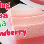 sajikan puding busa strawberry